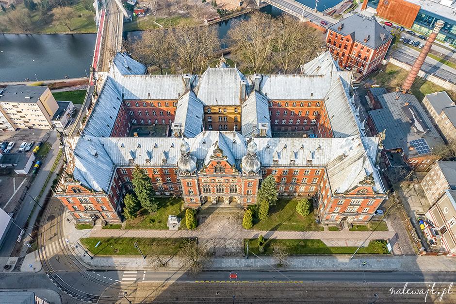 Budynek przy Dworcowej 63 w Bydgoszczy | Zdjęcia nieruchomości z drona